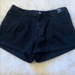 NWT Abercrombie & Fitch black high rise shorts- 32